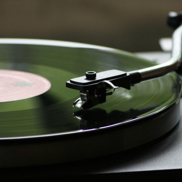 Detail hrajícího gramofónu